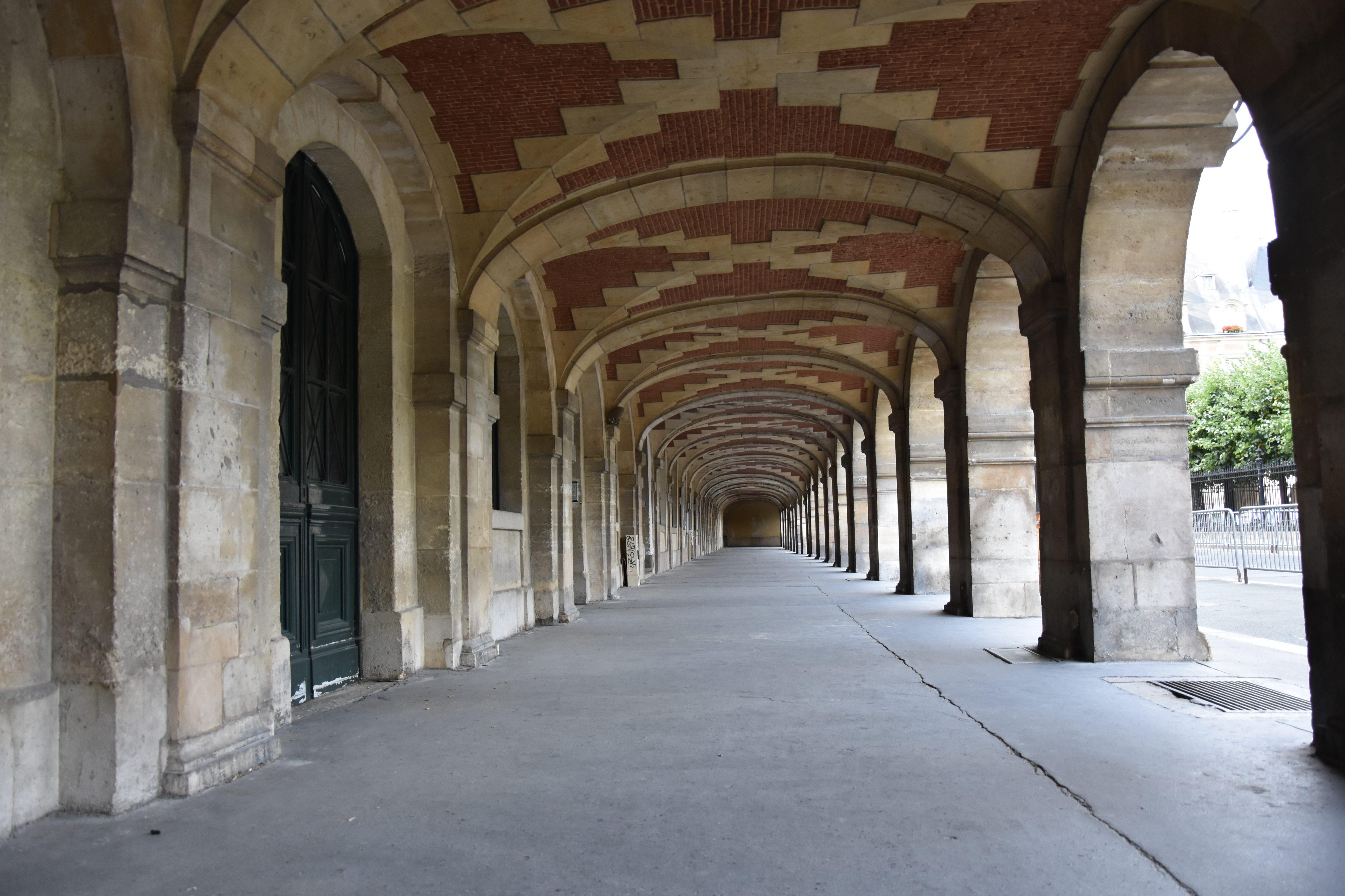 portici di place des Vosges