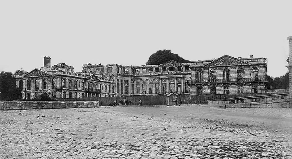 Le rovine del castelo di Saint-Cloud dopo l'incendio