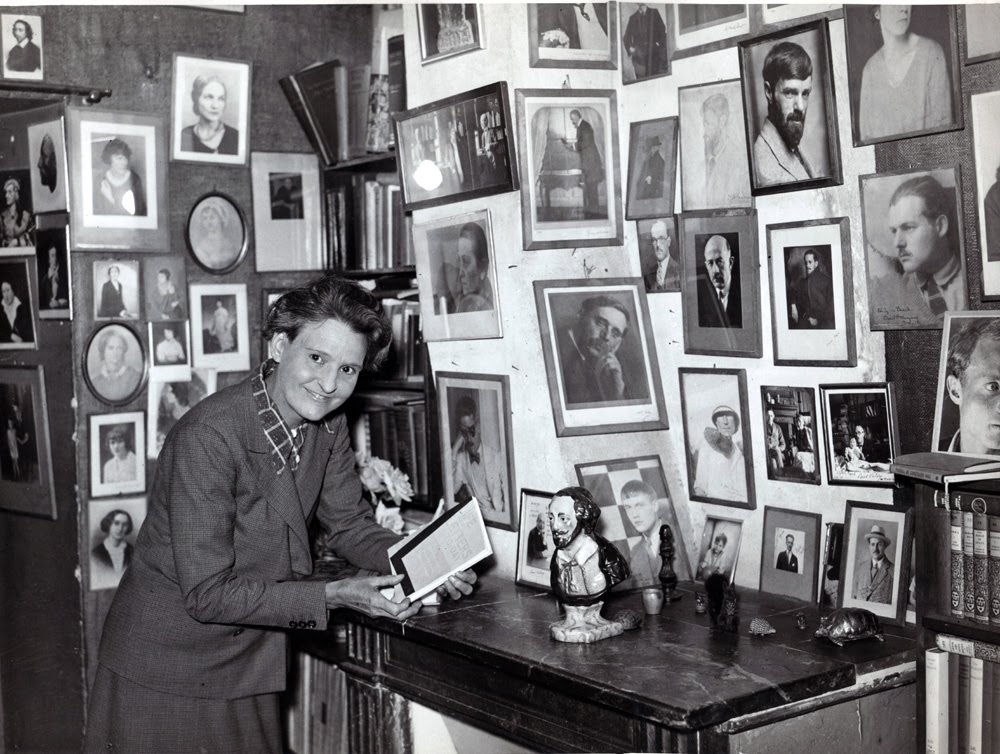 Sylvia Beach nella sede di rue de l'Odéon