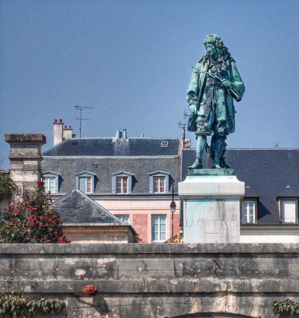 Statua di La Quintinie al Potager du Roy