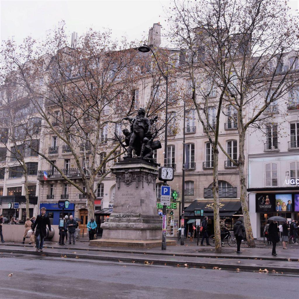 La statua di Danton sul boulevard Saint-Germain
