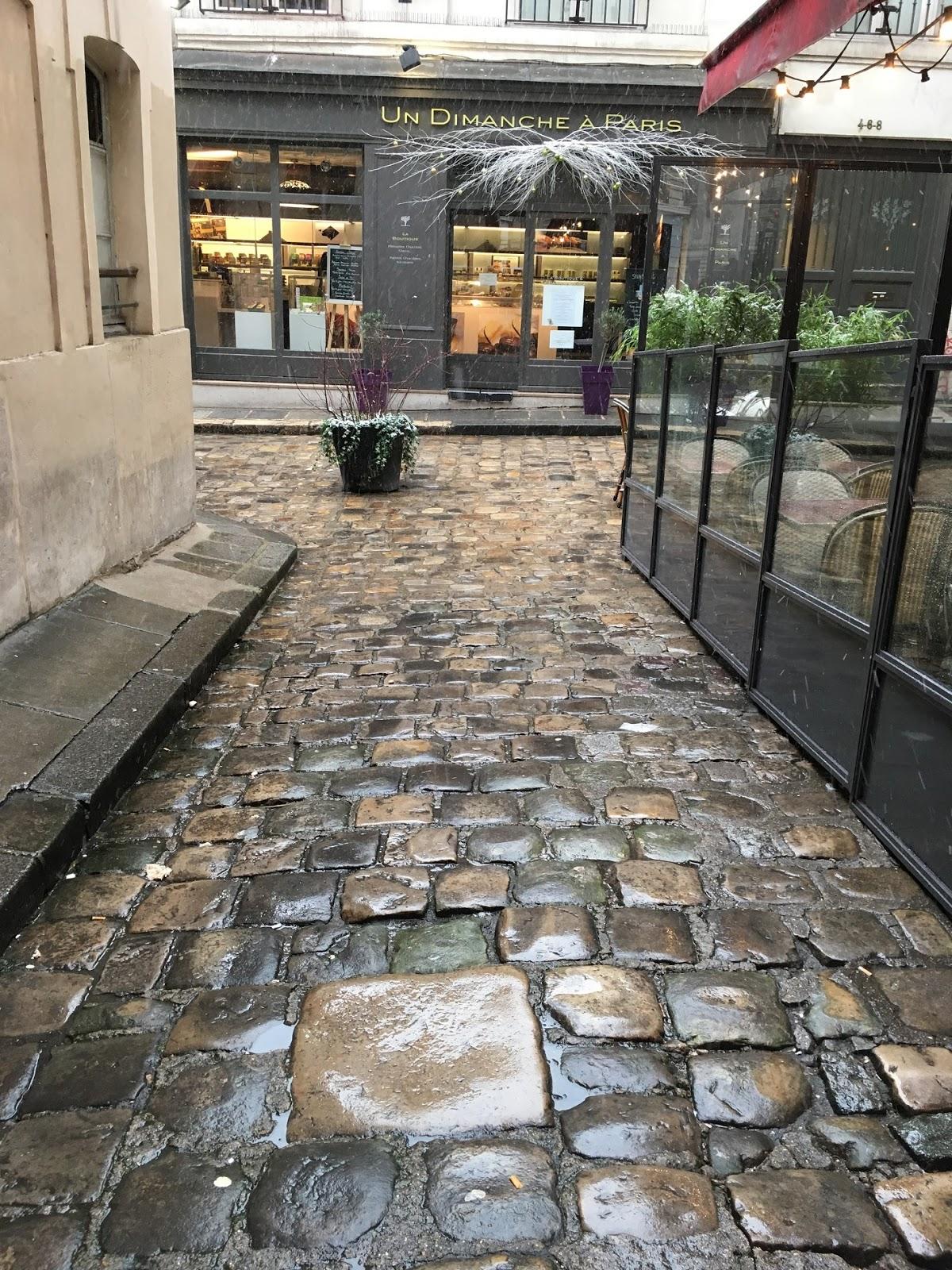 La pierre à bois nel braccio laterale della Cour du commerce Saint-André