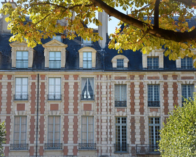Dietro i muri di place des Vosges