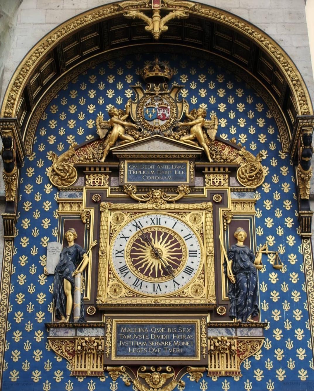 Primo piano dell'orologio più antico di Parigi