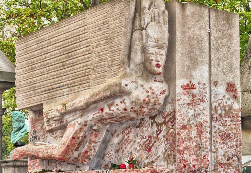 La tomba di Oscar Wilde prima del restauro