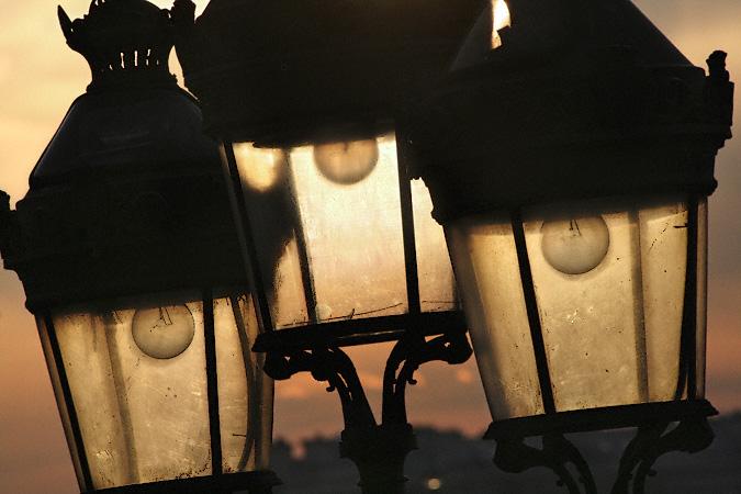 I lampioni di Parigi: scenografia urbana